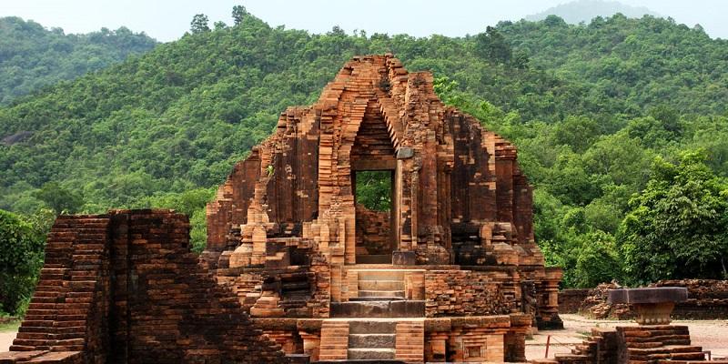 Вьетнам - старинный храм