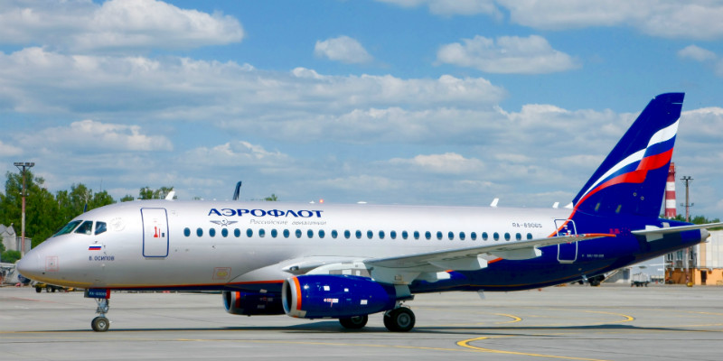 Самолет с логотипом авиакомпании Аэрофлот