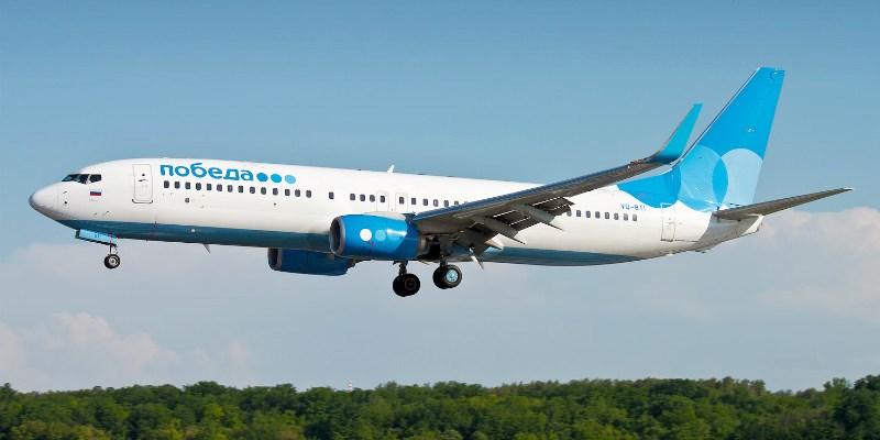 Самолет с логотипом авиакомпании Победа