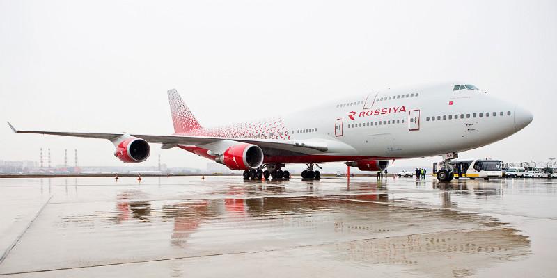 Самолет с логотипом авиакомпании Россия
