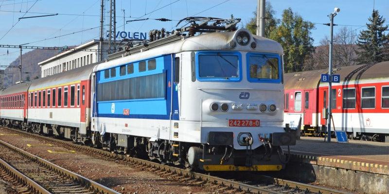 Поезд на железнодорожной станции Зволен (Словакия)
