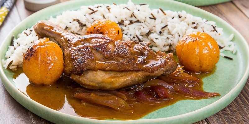 Утиная ножка с жареными мандаринами и рисом
