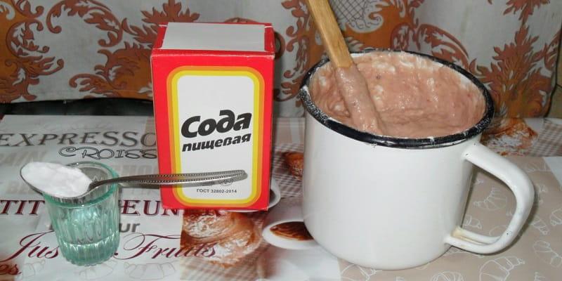 Чайная ложка с содой и тесто для кекса